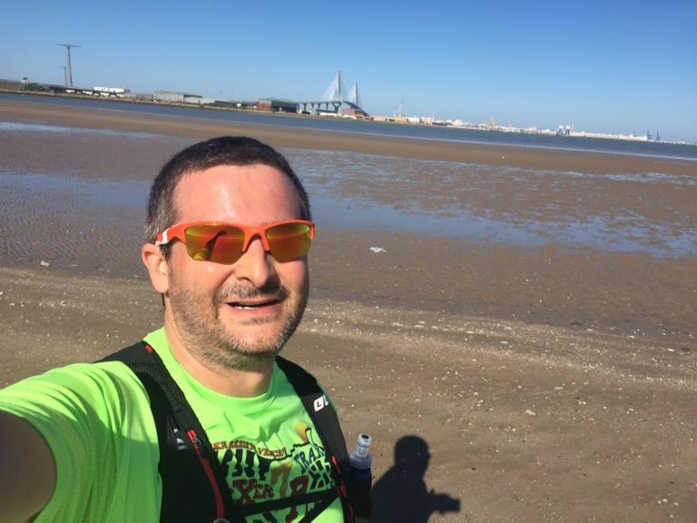 Los fines de semana aprovecho para correr por la playa