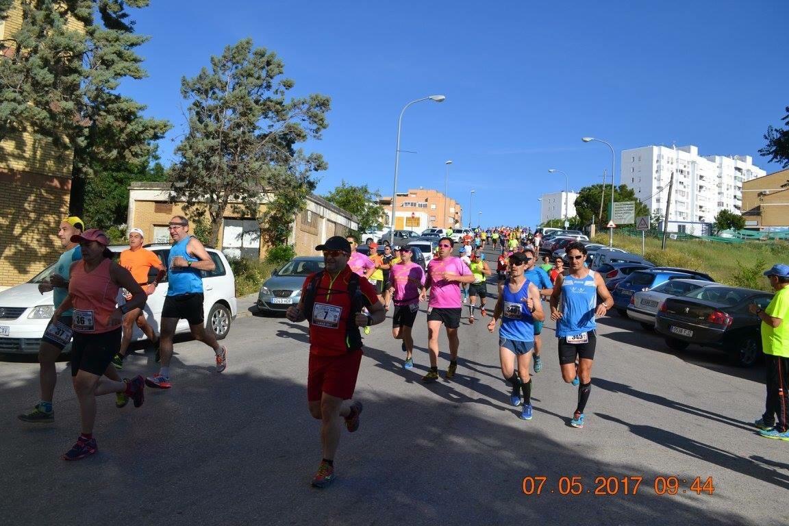 Primeros kms por el pueblo (Foto: Miguel A. Gómez Cobos)